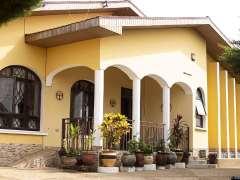 Beautifully decorated 4 Bedroom Bungalow Villa - Tema